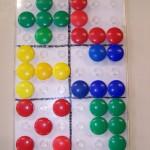 Chercher toutes les façons de disposer 5 carrés dans un espace de 3x3